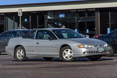 2003 Chevrolet Monte Carlo (mlokren) Tags: 2020 car spotting photo photography photos pic picture pics pictures pacific northwest pnw pacnw oregon usa vehicle vehicles vehicular automobile automobiles automotive transportation outdoor outdoors gm general motors chevy 2003 chevrolet monte carlo silver coupe