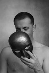 (Un)hide # 6 (just.Luc) Tags: portret portrait ritratto retrato porträt face gezicht visage gesicht man male homme hombre uomo mann mask masker masque maske bn nb zw monochroom monotone monochrome bw
