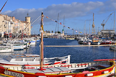 La Ciotat / Port Vieux (Pantchoa) Tags: laciotat provence france côtedazur mer méditerranée bateaux voiliers eau nuage ciel mât grues musée port vieux côte marseille tamron 35mm18 sp35mmf18divcusd phare