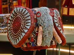 Coiffe population bamun, Cameroun (Mhln) Tags: antoine galbert collection coiffes monde expo exposition musée confluences confluence lyon voyage ethnologie antoinedegalbert parures vêtements coiffe chapeaux chapeau