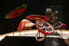 Coiffes collection Antoine de Galbert (3) (Mhln) Tags: antoine galbert collection coiffes monde expo exposition musée confluences confluence lyon voyage ethnologie antoinedegalbert parures vêtements coiffe chapeaux chapeau