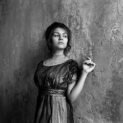 Линда (Natasha Buzina) Tags: portrait studio film blackandwhite ilford pentaconsix naturallight mediumformat 6x6 пленка портрет студия