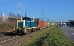 DB Cargo Railsystems 295 088-9 - Hamburg-Waltershof (Sascha Oehlckers) Tags: railsystemsrpgmbh dbcargo dbschenker 988032950889drprs deutschebahn dbag 2950889 2910883 baureihe295 br295 baureihe291 br291 class295 class291 mak1000761 bbdh containerzug ctzug boxxpress dradenau ozeanblaubeige v90 mühlenwerder leihlok waltershof duckdalben mietlok kleindradenau funkfernsteuerung ct rangierkupplung rk900 dieselhydraulisch mak fotostelle eisenbahn fototour rangierdiesel mittelführerhaus nikon güterzug freighttrain goodstrain rangierlok railfanning trainspotting shutinglocomotive dbc februar güterwagen norddeutschland winter blauerhimmel altbaulok bahnstrecke diesellok hafenbahn ganzzug hamburgerhafen train diesellocomotive railway railroad evergreen retrolack rangierfahrt oberleitung westhafen triton cosco freieundhansestadt intermodal container retrolackierung lkw
