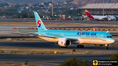 Boeing B787 Korean Air HL8082 (ConnectingPax) Tags: airplane airplanes aircraft airport aviation aviones aviación boeing 787 b787 korean koreanair taxiing madrid mad madridbarajas barajas lemd spotting spotters spotter planes canon closeup sunset