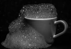 Bubbles out (Jose Rahona) Tags: crazytuesday bubbles taza cup beverages blancoynegro blackandwhite monochrome