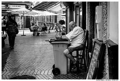 . . (Matías Brëa) Tags: calle street streetphotography social documentalismo documentary blancoynegro blackandwhite bnw mono monochrome monocromo