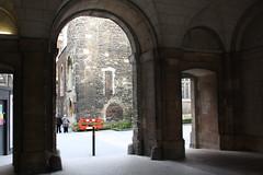 17.2.2020 St. Barts and its chapel (8) (ginann) Tags: st bartholomews hospital near front entrance