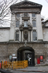 17.2.2020 St. Barts and its chapel (1) (ginann) Tags: st bartholomews hospital main entrance
