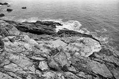 Cape Collinson, Hong Kong (a.pierre4840) Tags: olympus om3 zuiko 24mm f28 35mmfilm fomapan 100asa bw blackandwhite noiretblanc coast coastline rock boats hongkong marine seascape