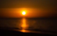 Evening Show (Ela Di) Tags: sunset impression impressionistphotography golden red sea darkness blur vintagelens domiplan blurred glare reflections warmth