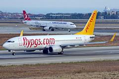 TC-IZE + TC-JTN  Estambul Atatürk 22-10-16 (Antonio Doblado) Tags: airplane aircraft pegasus aviation boeing airliner 737 estambul atatürk b737 aviacion tcize 321 airbus turkish a321 tcjtn