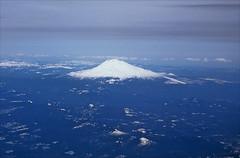 mount hood (Ron Layters) Tags: mounthood snowcapped mountain arielshot blue portland oregon usa unitedstatesofamerica slidefilmthenscanned slide transparency fujichrome velvia leica r6 leicar6 ronlayters