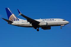 N23707 (United Airlines) (Steelhead 2010) Tags: unitedairlines boeing b737 b737700 yyz nreg n23707