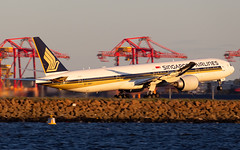 9V-SWT (Leon Aviation) Tags: australia airport yssy sydney aircraft plane sunset singapore airlines 777300er 77w boeing