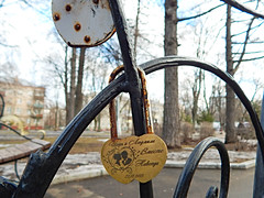 soulmates (Horosho.Gromko.) Tags: flickrfriday soulmates lock love wedding moscow