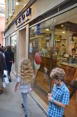 Another Stop At Grom (Joe Shlabotnik) Tags: italia 2019 italy violet everett grom april2019 venice venezia afsdxvrzoomnikkor18105mmf3556ged