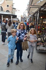 Shopping For Trinkets In Venice (Joe Shlabotnik) Tags: italia venice 2019 italy violet everett proudparents sue april2019 venezia afsdxvrzoomnikkor18105mmf3556ged