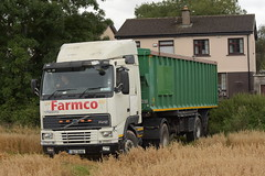 Volvo FH12 Lorry with a Tipper Trailer (Shane Casey CK25) Tags: volvo fh12 lorry tipper trailer fh artic truck articulated grain harvest grain2019 grain19 harvest2019 harvest19 corn2019 corn crop tillage crops cereal cereals golden straw dust chaff county cork ireland irish farm farmer farming agri agriculture contractor field ground soil earth work working horse power horsepower hp pull pulling cut cutting knife blade blades machine machinery collect collecting nikon d7200