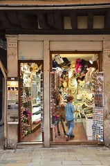 Sue & The Kids In A Glass Souvenir Store (Joe Shlabotnik) Tags: italia venezia 2019 italy violet proudparents everett sue venice april2019 afsdxvrzoomnikkor18105mmf3556ged