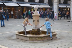 The Kids And A Drinking Fountain In Campo San Giacomo di Rialto (Joe Shlabotnik) Tags: italia fountain 2019 italy violet everett april2019 venice venezia afsdxvrzoomnikkor18105mmf3556ged
