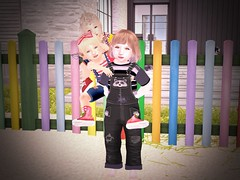 Baby Tower (lukeidlemind) Tags: firestorm secondlife family love babies zooby momma daddy son daughter kids funsecondliferegionwahlstromsecondlifeparcelidlemindfunnyfarmsecondlifex232secondlifey149secondlifez3200