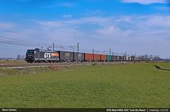 Get out of the way! (Marco Stellini) Tags: gts rail e494 traxx3 bombardier italy italia bari intermodal train