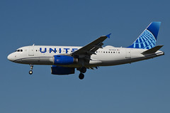 United Airlines New Global Evolution Livery A319-132 (N878UA) LAX Approach 3 (hsckcwong) Tags: unitedairlines a319132 a319100 a319 n878ua lax klax