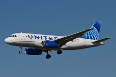 United Airlines New Global Evolution Livery A319-132 (N878UA) LAX Approach 1 (hsckcwong) Tags: unitedairlines a319132 a319100 a319 n878ua lax klax