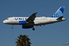 United Airlines New Global Evolution Livery A319-132 (N878UA) LAX Approach 4 (hsckcwong) Tags: unitedairlines a319132 a319100 a319 n878ua lax klax