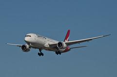 Qantas Airways 787-900 Dreamliner (VH-ZNF) LAX Approach 1 (hsckcwong) Tags: qanrasairways qantas 787900 7879 787 dreamliner vhznf lax klax