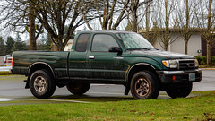 2000 Toyota Tacoma (mlokren) Tags: 2020 car spotting photo photography photos pic picture pics pictures pacific northwest pnw pacnw oregon usa vehicle vehicles vehicular automobile automobiles automotive transportation outdoor outdoors 2000 toyota tacoma extended cab pickup truck green
