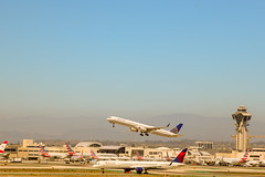 757s meeting at LAX (San Diego Aviation productions) Tags: planespotting lax 757300 757200 avgeek aviation takeoff united delta aircraft