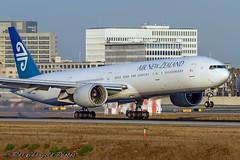 ZK-OKN     NZ B777-319(ER)     150612 KLAX     7D 5459 (Cathay 787) Tags: zkokn nz b777319er 150612 klax 7d 5459 air new zealand b77w boeing b777300er lax los angeles
