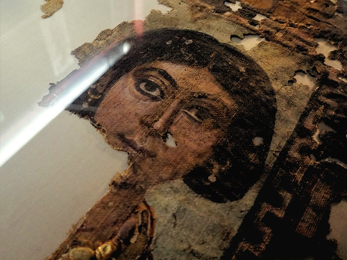"""Shroud of the """"Lady of the Vatican"""""""