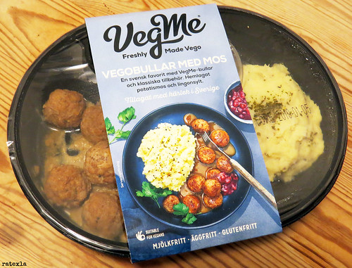 20181228 TV dinner of meatballs with mashed potatoes, brown sauce, & lingonberry jam from VegMe | Sweden