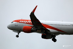 Photo of G-EZWP Airbus A.320-214, easyJet, Bristol Airport, Lulsgate Bottom, Somerset
