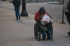 Anglų lietuvių žodynas. Žodis handicapped reiškia neįgalieji; turintys fizinę negalią lietuviškai.
