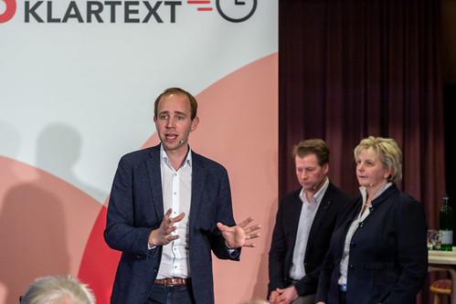 """""""75 Minuten Klartext"""" in Helle (Bad Zwischenahn) mit Karin Logemann MdL und Ratsherr Henning Dierks."""