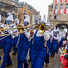 Musiker aus Allgäu spielen beim Kölner Karneval 2020 als Schlümpfe verkleidet