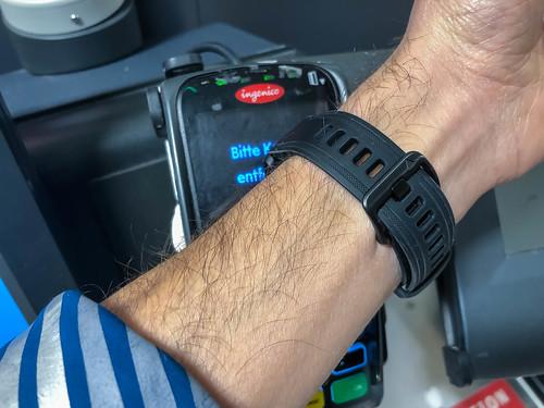 Mit dem Smartwatch kontaktlos bezahlen: schnell und sicher