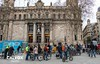Primers ciclistes arriben a la pla�a d'Antonio L�pez - Protesta pel nou projecte de Via Laietana