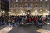 For�a gent a la pla�a Sant Jaume - Protesta pel nou projecte de Via Laietana