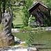 Lermoos, Ortsmitte (32) - Kurpark (in die Jahre gekommene hölzerne Statue)
