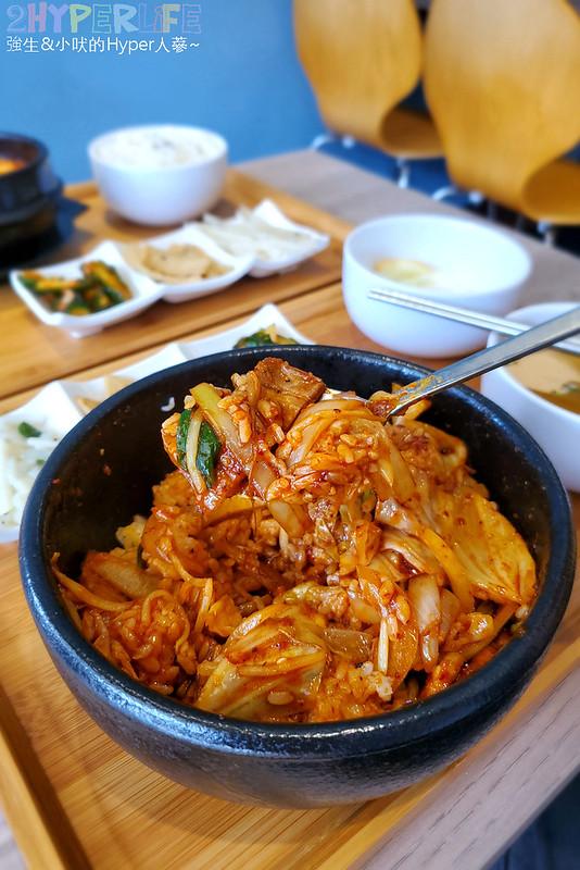 49612522611 48aa9ba943 c - 必吃湯頭濃郁口味道地的辣豆腐鍋,崔基虎韓國料理還有韓國街頭常見的黑糖煎餅喔~