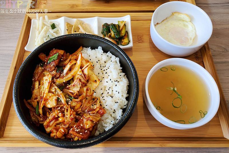 49612782877 e6f0e49e2c c - 必吃湯頭濃郁口味道地的辣豆腐鍋,崔基虎韓國料理還有韓國街頭常見的黑糖煎餅喔~