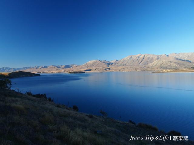 湛藍色的蒂卡波湖風景非常美
