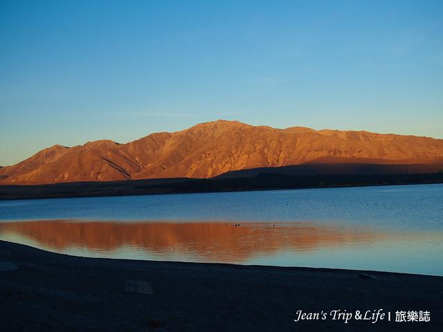 黃昏時的蒂卡波湖