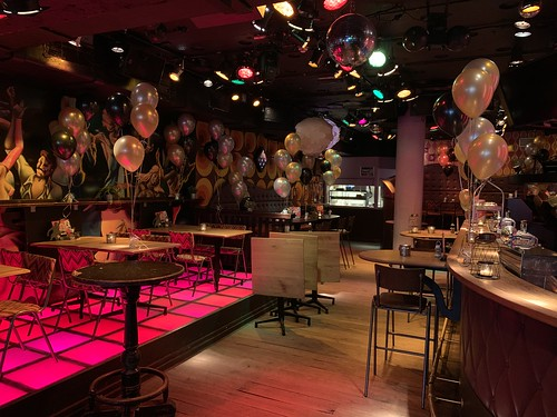 Tafeldecoratie 5ballonnen Cafe Get Back Stadhuisplein Rotterdam