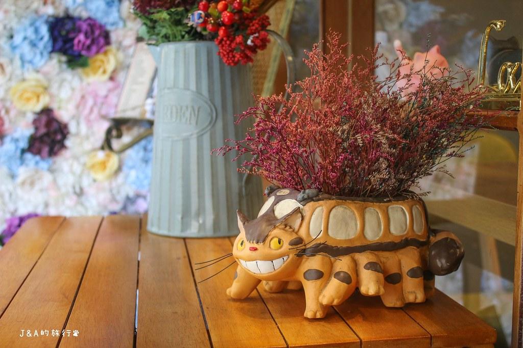 Dry Dry Home 跩跩的窩 超吸睛手工蕾絲煎餃、創意早午餐,童話風格環境可愛好拍!【三重美食】 @J&A的旅行