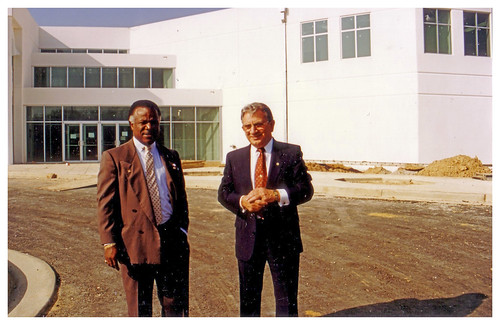 Two union presidents at new transit hall: 1990